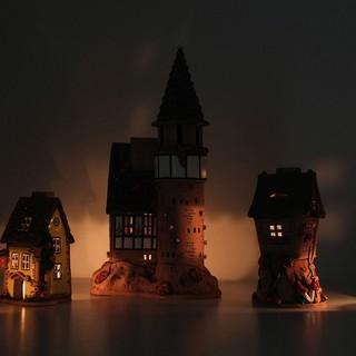 Keramik Lichthaus Ambiente - 5 Lichthäuser im Teelichtschein